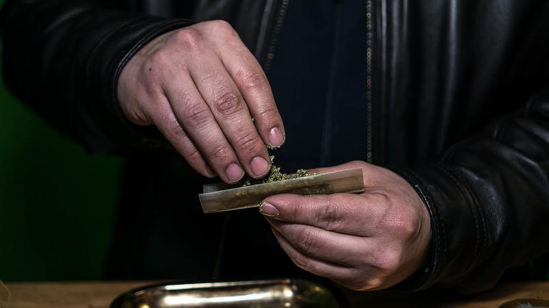 marijuana rolling tray